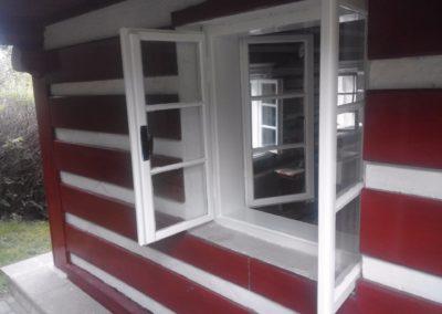 natřená špaletová okna